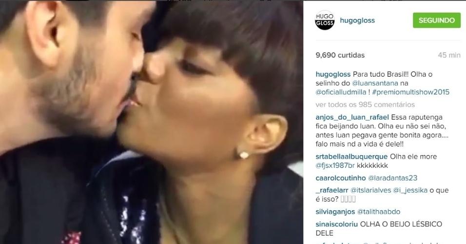 1.set.2015 - Luan Santana e Ludmilla deram um selinho nos bastidores do Prêmio Multishow, que aconteceu na noite desta terça-feira. O flagra foi feito por Hugo Gloss, que postou o vídeo do beijo no Instagam.
