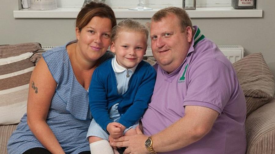 Sadie, o marido, Gary, e a filha, Summer, aguardam o nascimento de Teddy, previsto para novembro - Reprodução/Daily Mail