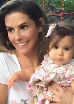 Deborah Secco publica foto ao lado de sua filha, Maria Flor - Reprodução/Instagram/dedesecco