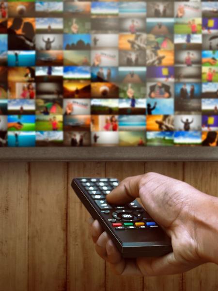 TV paga no Brasil perde mais de um milhão de assinantes por mês - iStock