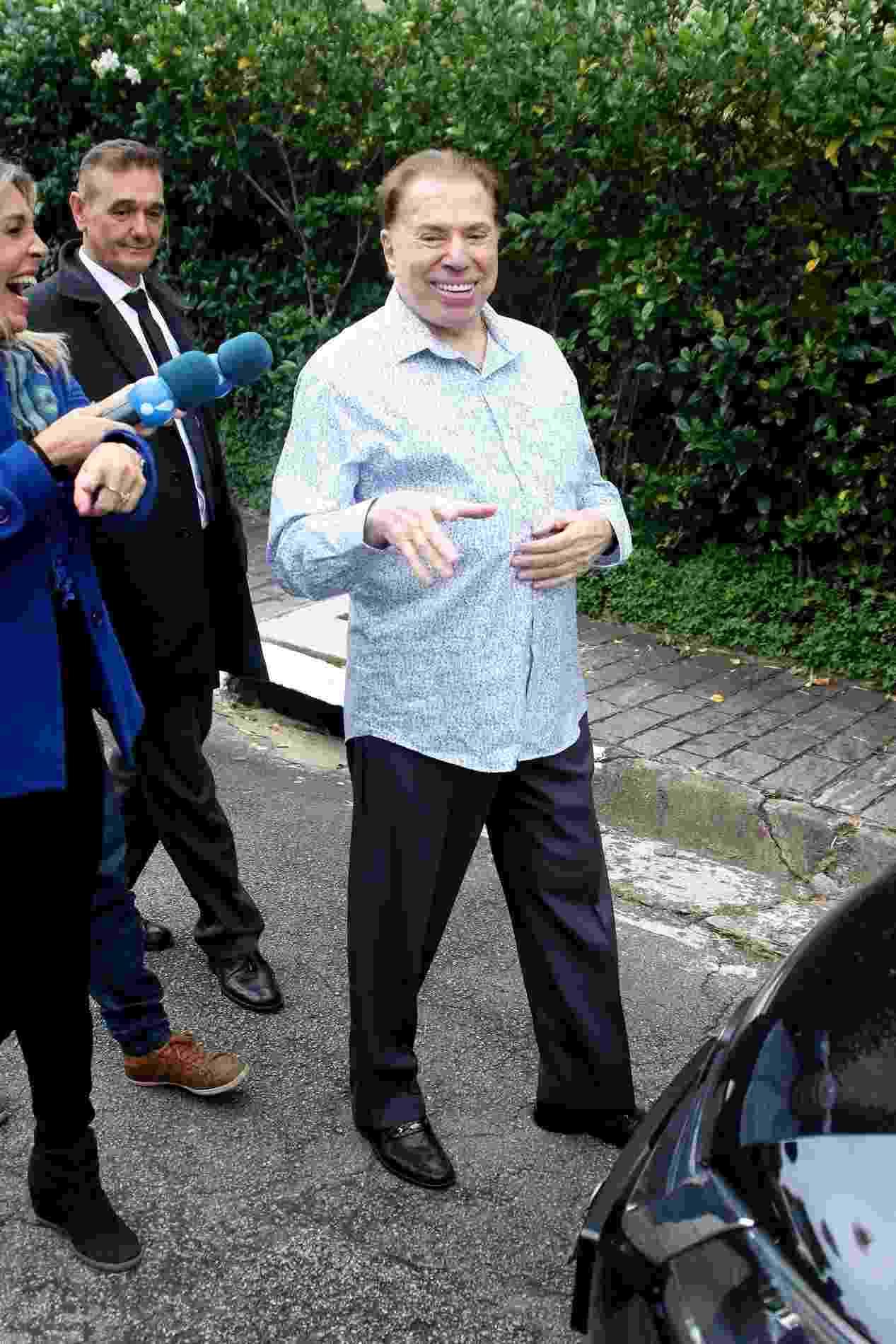 """Horas antes do casamento """"secreto"""" da filha Patricia Abravanel, o apresentador Silvio Santos deixou sua mansão em São Paulo para dar um tapa no visual no salão do cabelereiro Jassa - Thiago Duran/AgNews"""