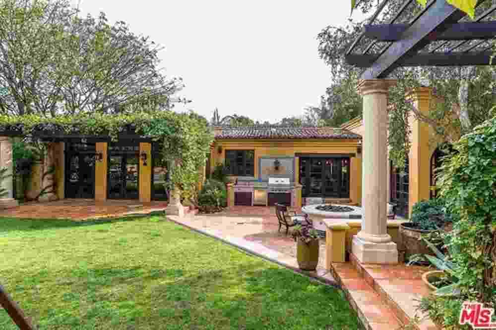 Entrada da casa nova de Kendall Jenner - Divulgação Imobiliária TheMLS/Trulia.com