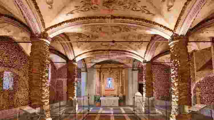 A capela de Évora, cidade de mesmo nome a 134 km de Lisboa, é integrada na igreja do mosteiro de São Francisco - Ricardo Ribeiro/UOL - Ricardo Ribeiro/UOL