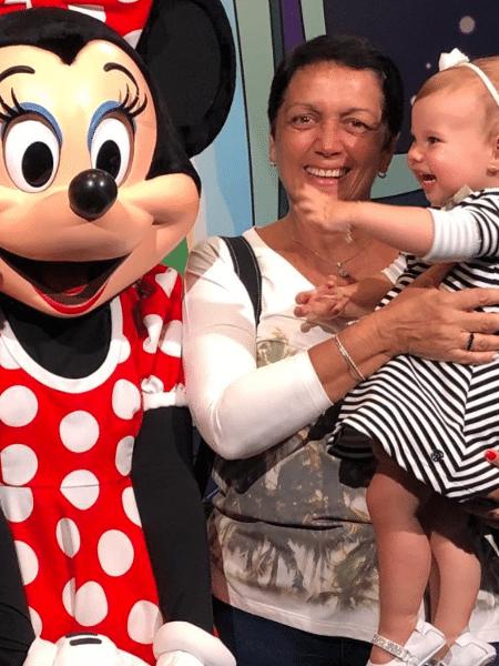 Melinda não segurou a emoção ao conhecer a Minnie - Reprodução/Instagram