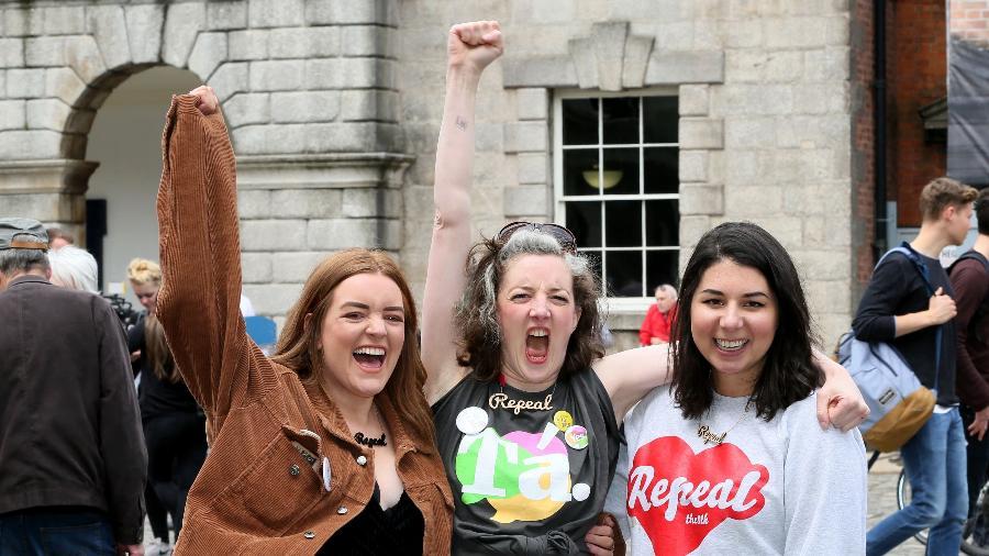Cidadãs irlandesas comemoram referendo a favor do aborto no país - Paul Faith/AFP