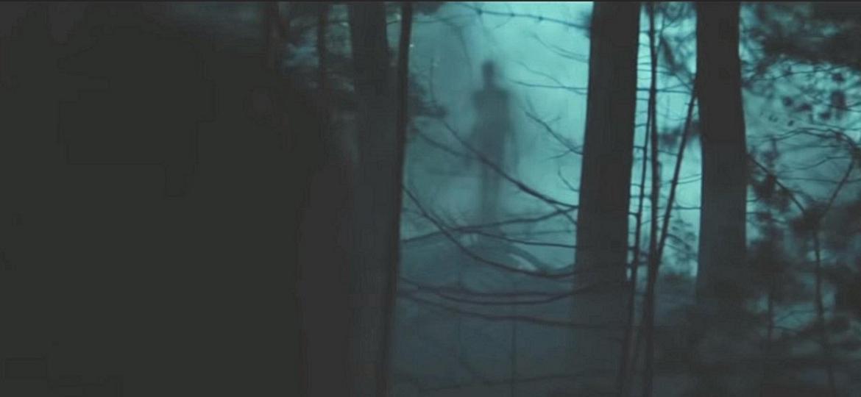 """Cena de """"Slender Man: Pesadelo Sem Rosto"""" - Divulgação"""
