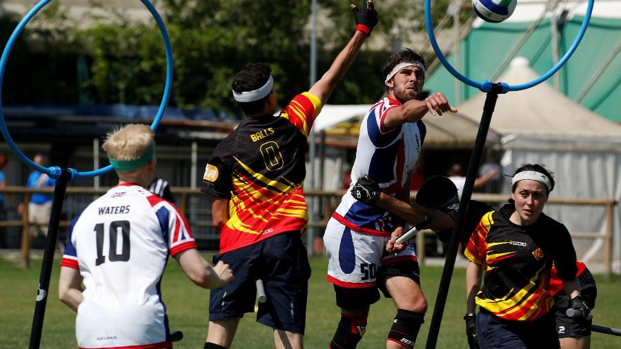 Reino Unido e Catalunha competem no mundial de Quadribol em Florença, na Itália - Tony Gentile/Reuters