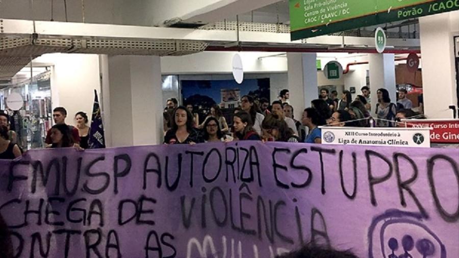 Protesto na USP contra formatura de aluno acusado de estupro - Leandro Machado/Folhapress