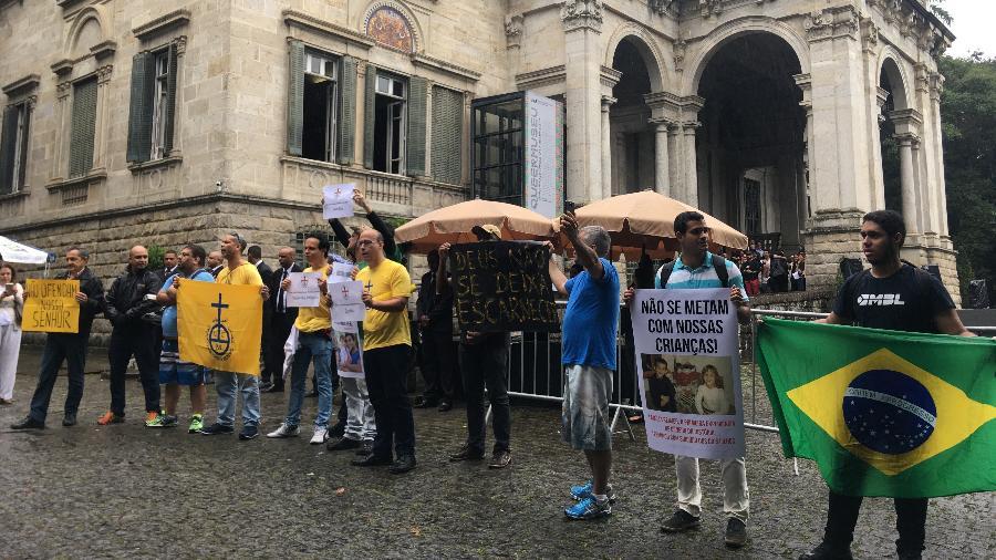 Grupos protestam contra a exposição Queermuseu, no Rio - Nicola Pamplona/Folhapress