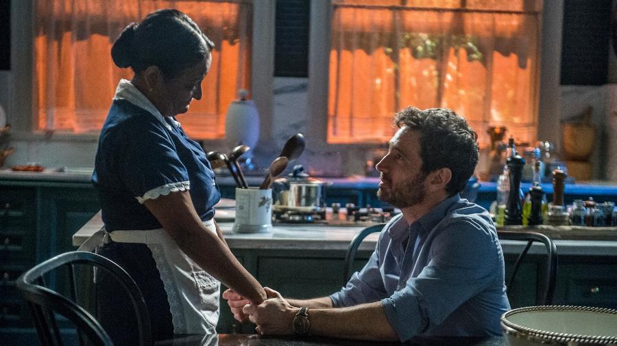 Edgar (Caco Ciocler) pede perdão à mãe Zefa (Cláudia Di Moura) - Raquel Cunha/Globo