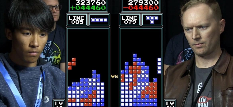 O novo campeão, Joseph Saelee (esq.), e o heptacampeão, Jonas Neubauer (dir.), disputando a final do Tetris World Championship - Reprodução