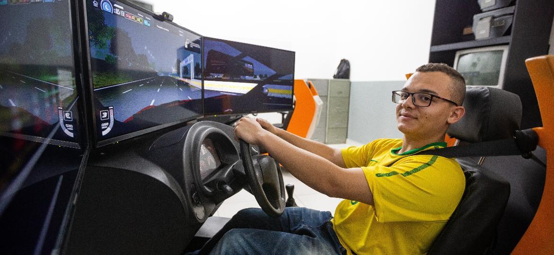 Uso do simulador não será mais obrigatório para tirar a primeira habilitação - Ronny Santos/Folhapress