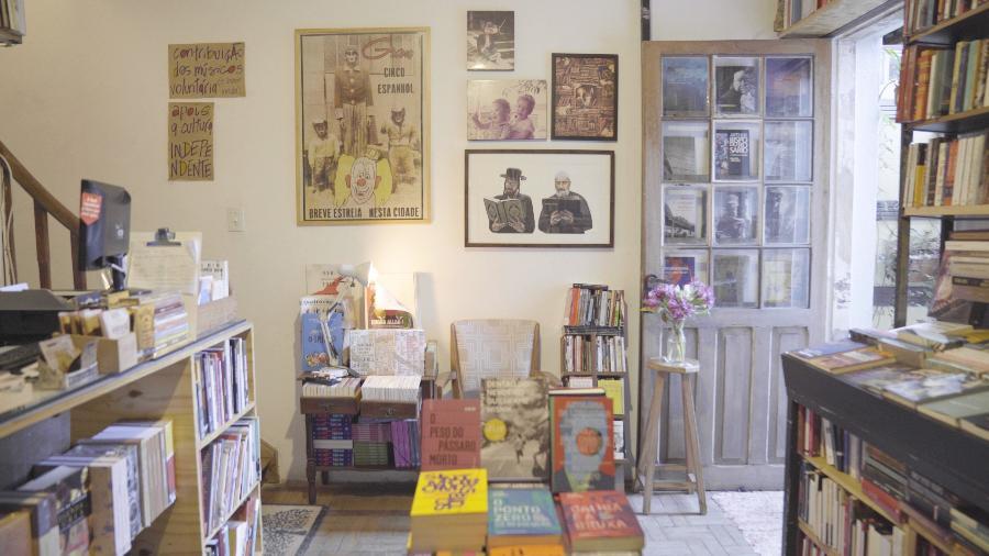 Livraria Simples, no bairro do Bixiga, em São Paulo, tem ambiente aconchegante e acolhedor - Dumitriu Filmes/Divulgação