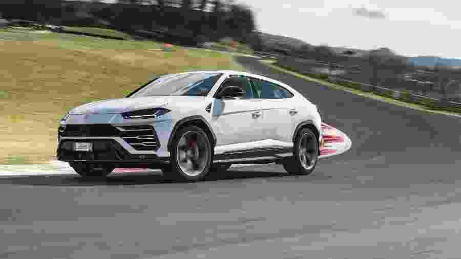 Lamborghini Urus é um exemplo de marcas clássicas de carros esportivos que se renderam à demanda por SUVs - Divulgação