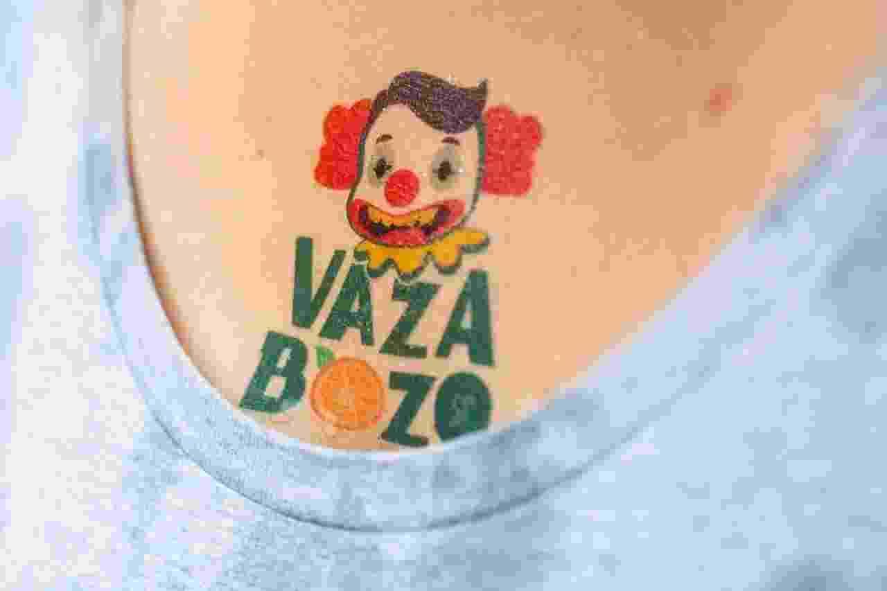 Tatuagens contra o presidente Jair Bolsonaro fizeram sucesso no Baixo Augusta - Edson Lopes Jr./UOL