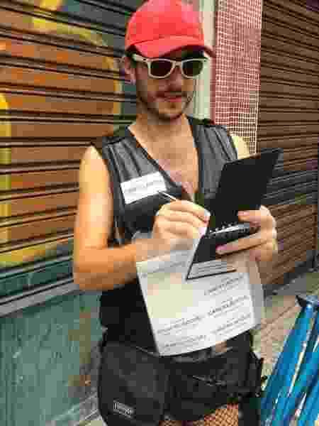 """Victor Ferreira, repórter da GloboNews, fantasiado de """"fiscal do cancelamento"""" - Reprodução/Twitter"""
