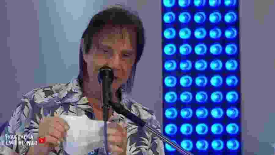 Roberto Carlos pede uso de máscara em live - Reprodução