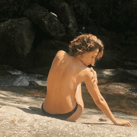 Camila Pitanga exaltou liberdade sobre o próprio corpo com foto em cachoeira - Reprodução/Instagram/@caiapitanga