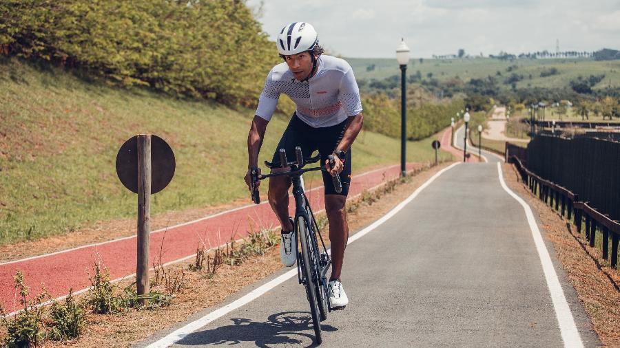 Thiago Vinhal é um dos poucos negros que compete na elite do triatlo mundial - BRSK Photo/Strava