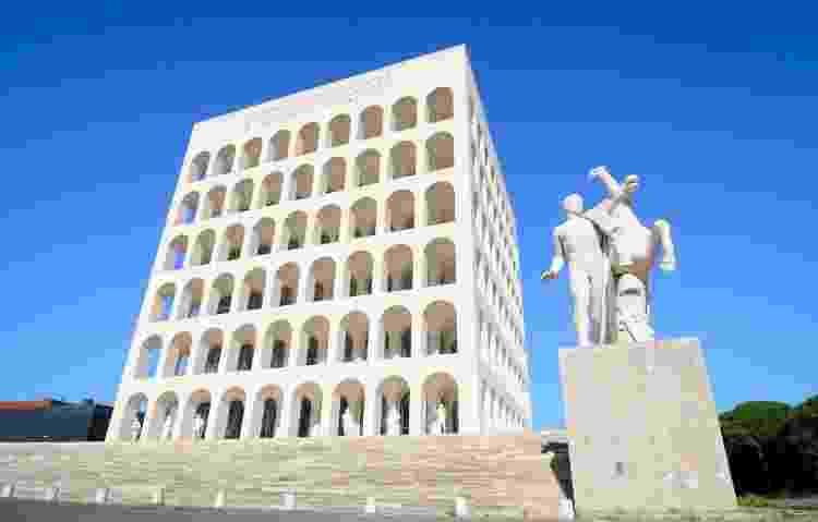 Construções como o Palazzo della Civiltà del Lavoro têm arquitetura monumental e referências nacionalistas - Getty Images/iStockphoto - Getty Images/iStockphoto