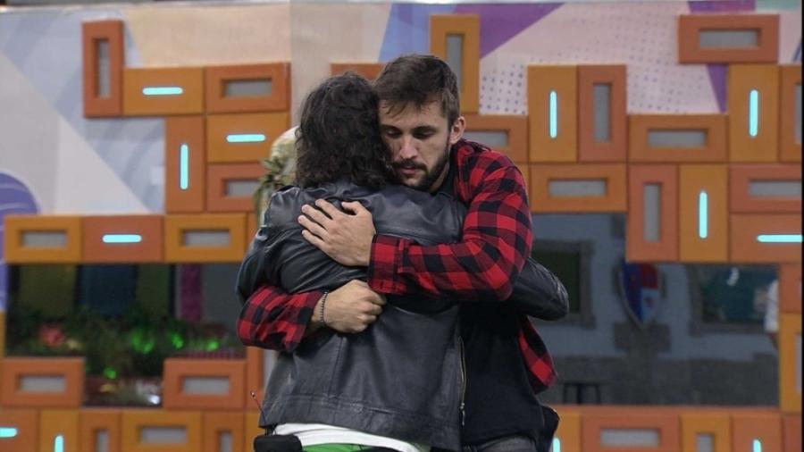 BBB 21: Arthur abraça Fiuk em noite de eliminação - Reprodução/Globoplay