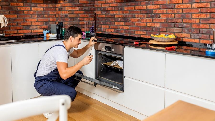 A combinação cooktop e forno elétrico vem ganhando espaços nas cozinhas - Getty Images