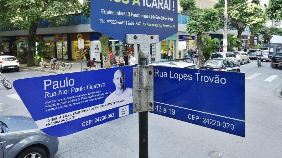 Placa da rua Ator Paulo Gustavo, que fica no bairro de Icaraí, em Niterói (RJ) - ANDRÉ CYRIACO/ESTADÃO CONTEÚDO