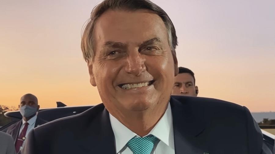 Jair Bolsonaro em conversa com apoiadores em Brasília - Reprodução