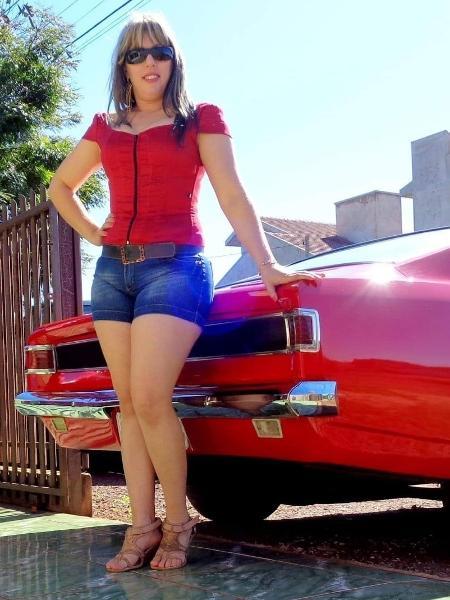 O xodó de Geny é o Barão Vermelho, um Especial 1973 de 6 cilindros e 140 cv; há 12 anos, ela trabalha como pedreira no PR - Arquivo pessoal