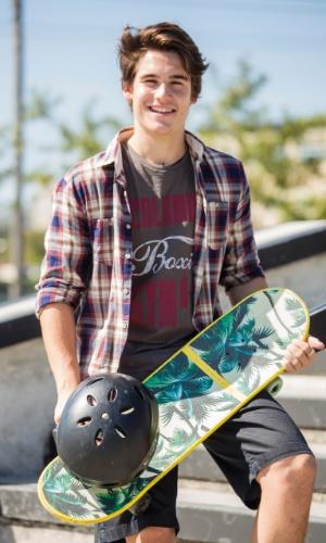 Rodrigo (Nicolas Prattes ) é um jovem estudioso, esportista e o orgulho da família, mas após sofrer um grande trauma, ele vai  mudar completamente e passar a ter desavenças com o pai
