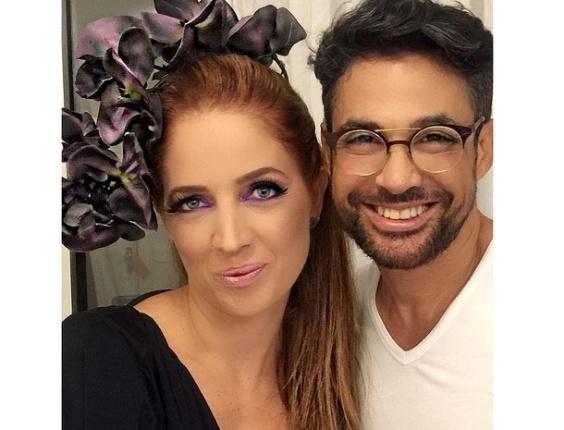 05.fev.2016 - Poliana Abritta mostra maquiagem e adorno que compõe a fantasia que usou no Baile do Sarongue, no Rio de Janeiro