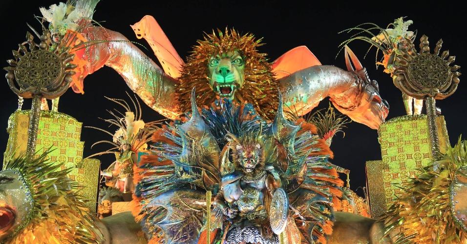 7.fev.2016 - Carro da Estácio da Sá destaca a figura do leão, que representava nobreza e força para as civilizações da Capadócia. A escola homenageia São Jorge em seu enredo