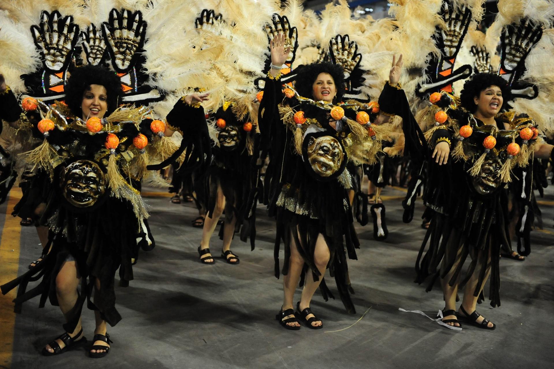 13.fev.2016 - A Acadêmicos do Tatuapé foi a última escola a desfilar no primeiro dia do Grupo Especial, na manhã de 5 de fevereiro