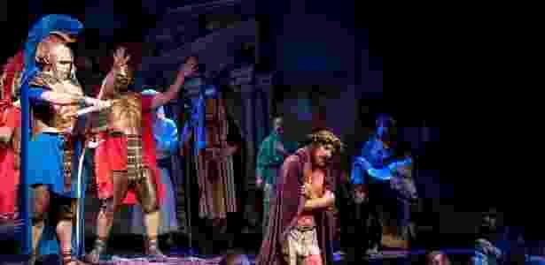 Cena mostra Jesus Cristo sendo açoitado por soldados de Pôncio Pilatos - Cortesia do The Holy Land Experience