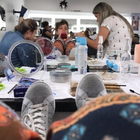 Carol Duarte faz maquiagem para interpretar Ivan - Reprodução/Instagram
