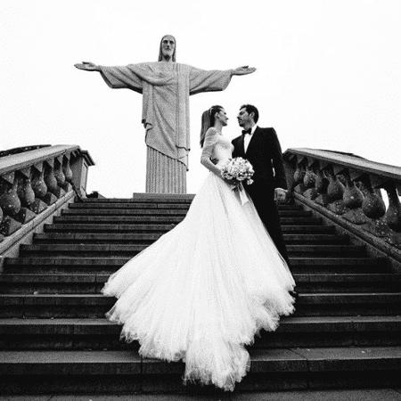 Guy Oseary e Michelle Alves em primeira foto compartilhada por ele do casamento - Reprodução/Instagram/guyoseary