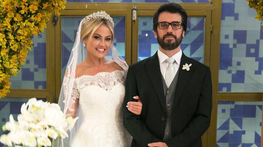 Suzana (Ellen Rocche) e Samuel (Eriberto Leão), no dia do casamento deles - Divulgação/TV Globo
