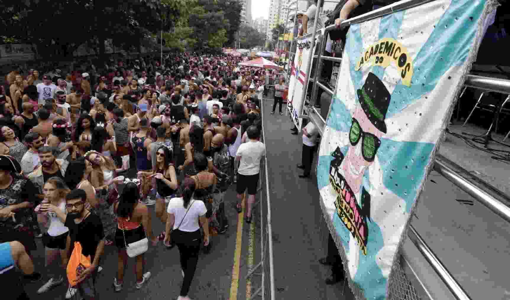 Foliões se concentram na rua Augusta para o ensaio do Bloco Acadêmicos do Baixo Augusta - Marcelo Justo/UOL