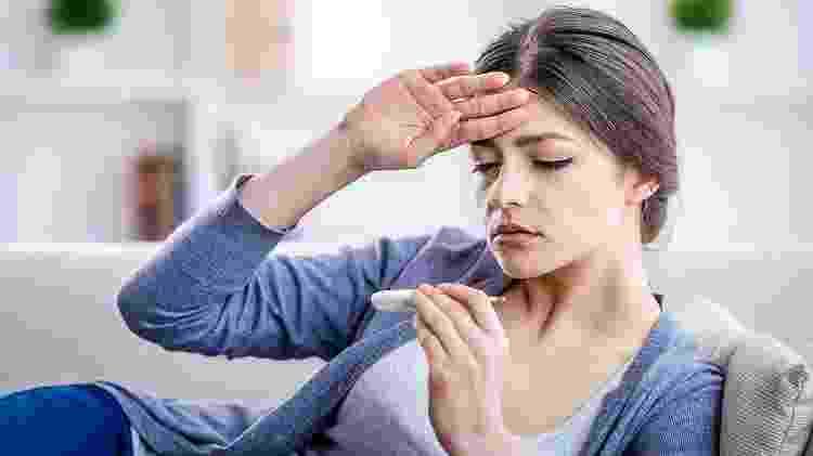 Dor de cabeça, febre, cansaço e dores musculares são sintomas comuns da febre amarela - iStock