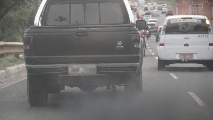 Ford Ranger soltando (muita) fumaça pelo escape: 64% do mundo e 66% dos brasileiros preferem isso a veículos eletrificados - Joá Souza/A Tarde