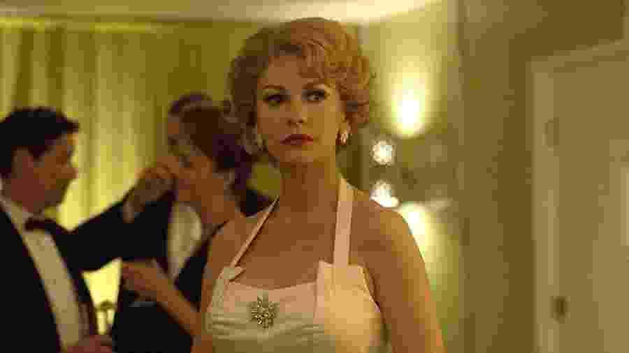 """A atriz Catherine Zeta-Jones em cena de """"Feud"""" - Reprodução"""