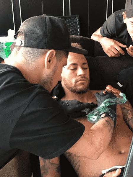 Neymar faz nova tatuagem - Reprodução/Instagram