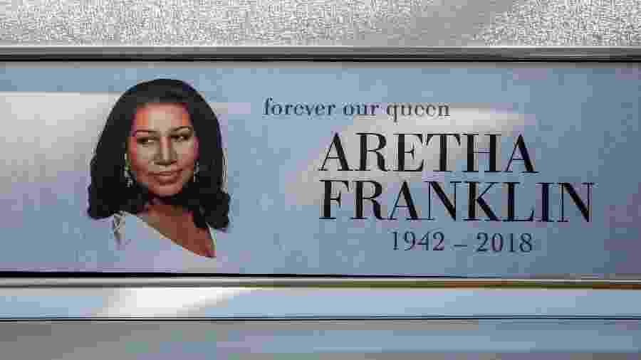 Carro que levou o caixão com o corpo de Aretha Franklin até o funeral da rainha do soul, que acontece em Detroit, nos Estados Unidos - Bill Pugliano/Getty Images