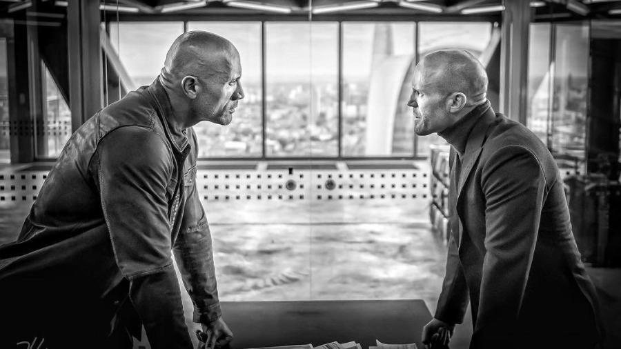 """Dwayne Johnson e Jason Statham em cena de """"Hobbs and Shaw"""" - Divulgação"""