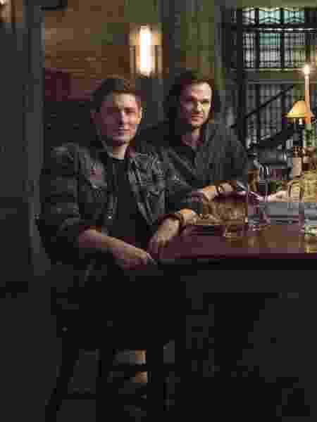 """Dean (Jensen Ackles) e Sam (Jared Padalecki) em """"Supernatural"""" - Divulgação"""