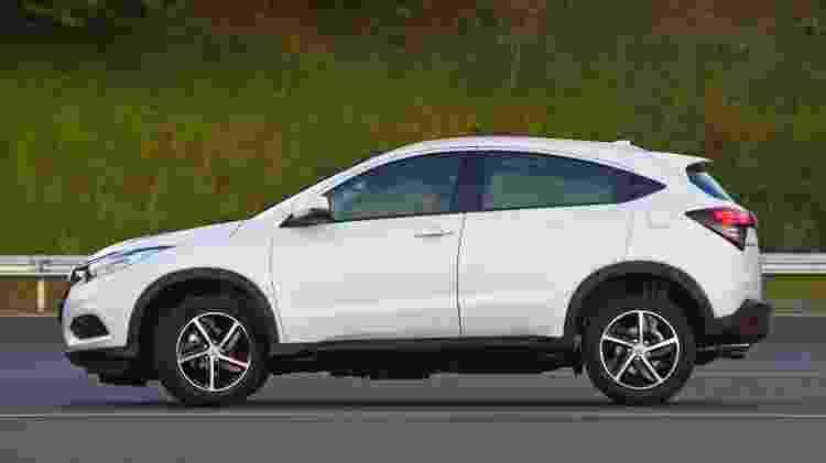 HR-V tem rodas de 17 polegadas como o Civic, mas é 31 cm mais curto que o sedã - Murilo Góes/UOL