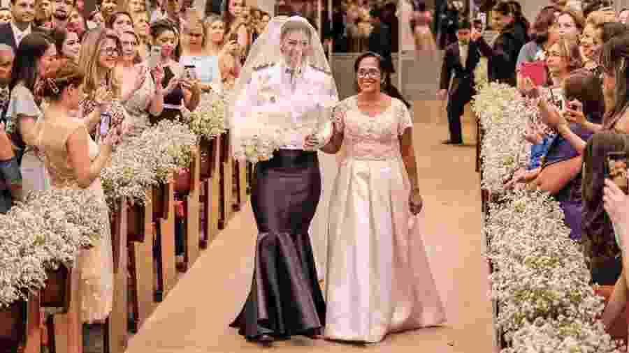Raíssa Helena Amorim Borges trabalha na Polícia Militar de Mato Grosso e quis se casar com vestido-farda - Gabriel Bandeira
