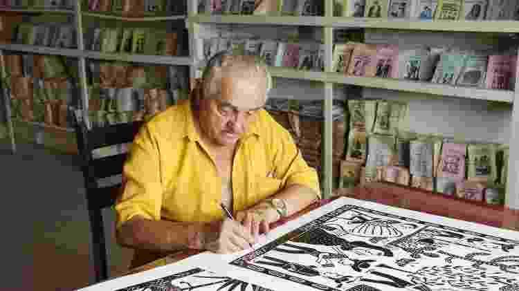 O artista J. Borges, um dos nomes mais fortes da xilogravura no Brasil - Divulgação - Divulgação