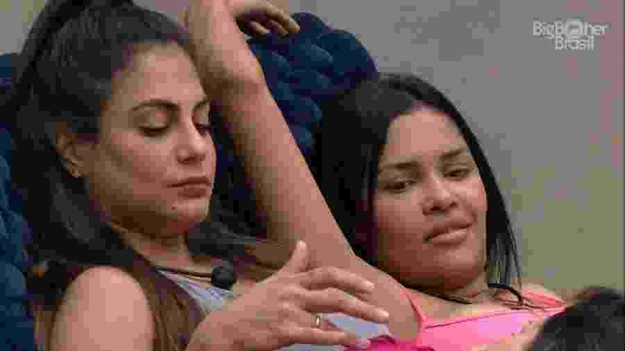 BBB 20 - Sisters conversam na área externa - Reprodução/Globoplay