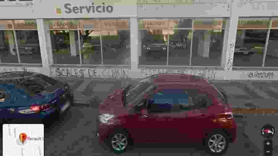Concessionária abandonada na Argentina mantém coleção de carros no seu interior seis anos após encerrar as suas atividades - Reprodução